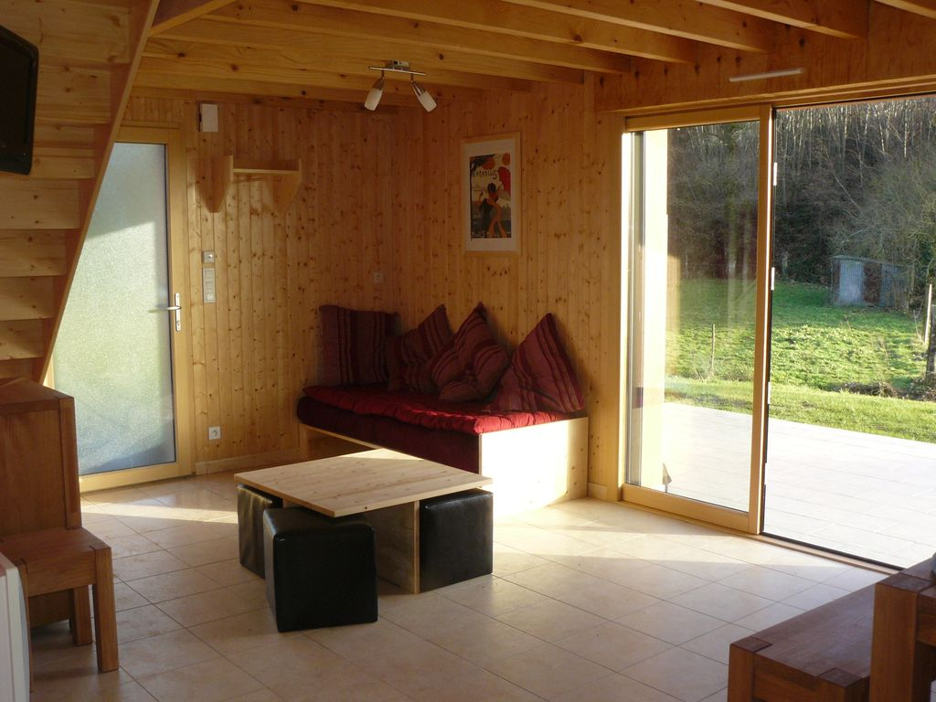 Fully equipped cottage in the Bay of Mont Saint Michel   bucolic setting with games