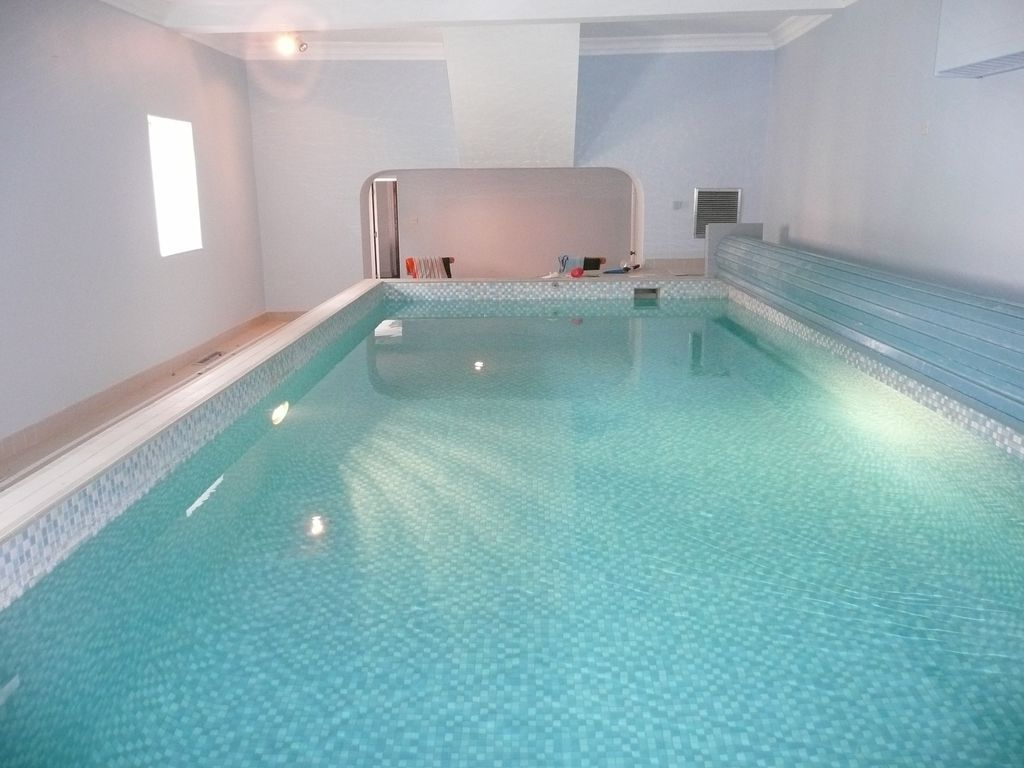 Luxury 2 bed coach house with private heated indoor for Private indoor swimming pools