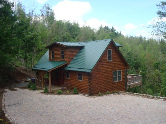 Ideally located between blowing rock and boone near for App ski mountain cabin rentals