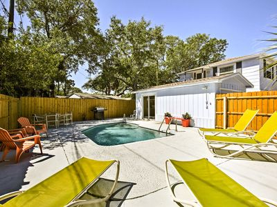 Photo for St. Petersburg Apt w/Shared Pool-5 Miles to Beach!