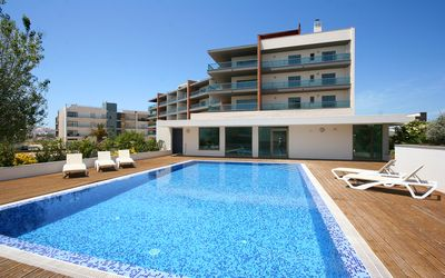 Photo for Luxury 2 Bedroom Apartment w/ Communal Pool & Jacuzzi, Walking distance to Beach