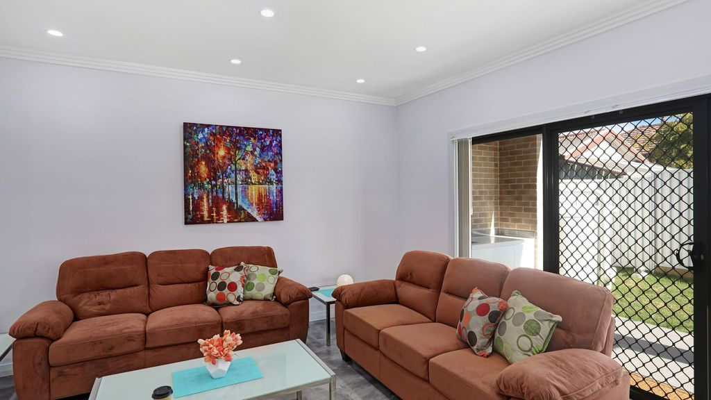 CLYDE VILLA 35A - SYDNEY 5Bdrm, Just 30min to CBD