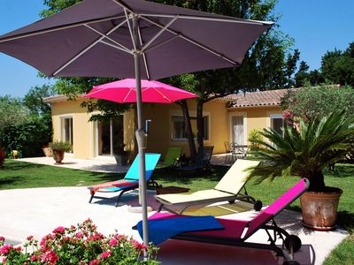 Photo for Villa in quiet countryside, private pool 10 from Avignon