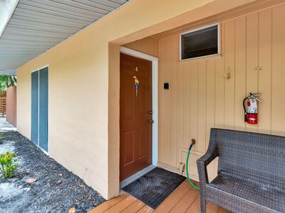 Photo for Parrot Nest Toucon Cottage.  Expereince Sanibel at incredible low rates!