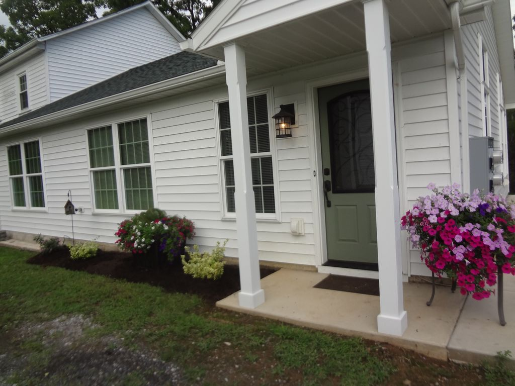 BEAUTIFUL NEW HOME IN PRIVATE COUNTRY SETTING, LARGE ACREAGE CLOSE TO PSU