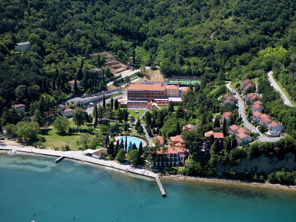 Holiday park in a beautiful location with facilities, near beach, Piran at 5 km Photo 1