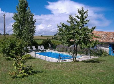 Single storey, light, private house, gardens, pool, Wifi, 2 5 miles to  village  - Saint-Martial-Viveyrol
