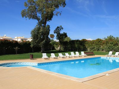 Photo for Confortable Apartment in Olhos de Água and Swiming-pool and A/c