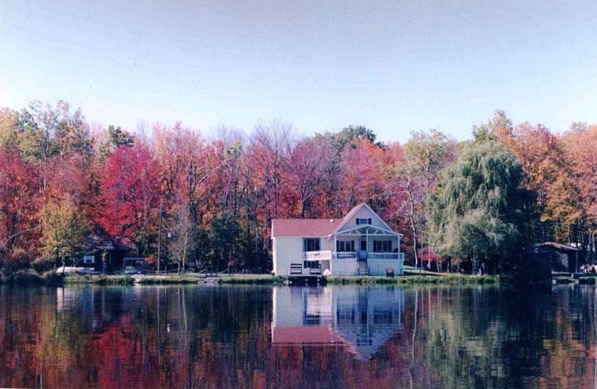 Poconos lakefront with private beach vrbo for Pocono rental with private swimming pool