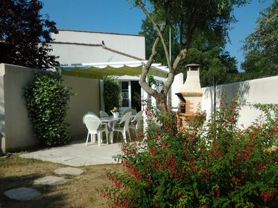 Photo for House with garden in the heart of the island of Ré, sleeps 6 to 8 people