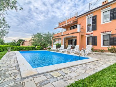 Photo for Apartment with large pool, 2 bedrooms, washing machine, air conditioning, Wi-Fi for 5 people in the resort Pula