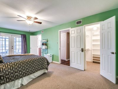 Photo for House in San Antonio with Parking, Internet, Washing machine, Air conditioning (910015)