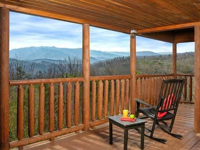 Photo for Gorgeous 4bed/2bath Cabin: Views + Location!