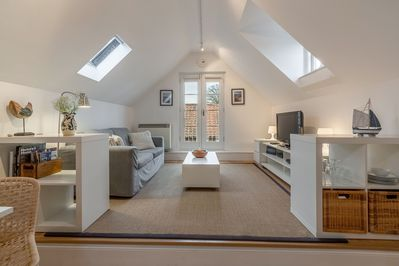 Cool and contemporary throughout, Newgate Boathouse has an open-plan living area and is perfect for couples