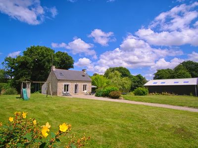 Photo for Independent cottage to the large garden area quiet games near Lake Guerledan