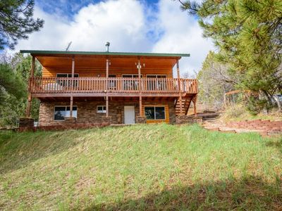 Photo for Great family cabin centrally located between Bryce Canyon and Zion National Park! Enjoy the game roo