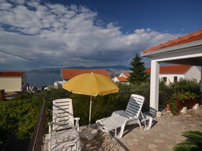 Photo for Two bedroom apartment with terrace and sea view Splitska (Brač)