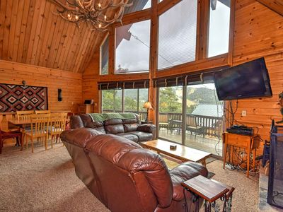 Mountain Top Views: Amazing Mountain Views! Rock Fireplace! Foosball Table! Hot Tub! Wifi!