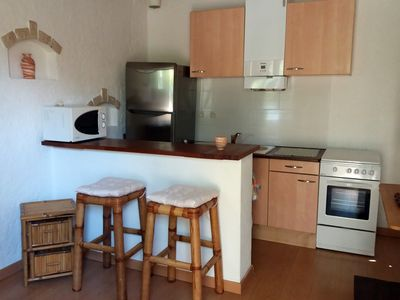 Photo for Small furnished apartment 800m from the beach