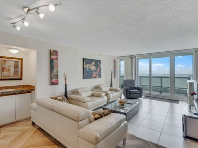 Photo for Downtown Miami 1033 | Premium 2BR Oceanfront Condo | Free Valet Parking