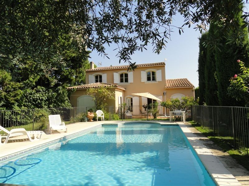 belle villa avec piscine et grand jardin a orange vaucluse france orange