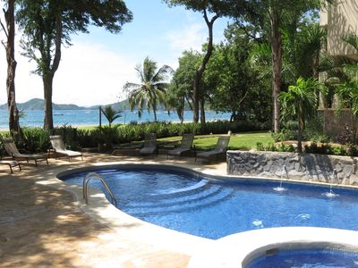 Beautiful pool and jacuzzi with a view of the Pacific and Papagayo Penninsula.