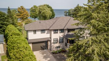Giverny on Lake Simcoe - fabulous new home with stunning gardens and waterfront!