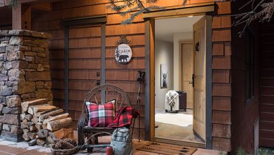 Town home with ski chalet vibe, just steps from Jackson Hole chairlift