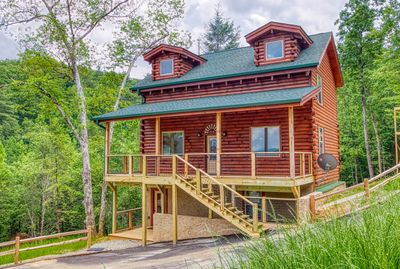 Gorgeous New Smoky Mountain Log Cabin - Stay in the newest cabin on the program! 2020 Summer completion!