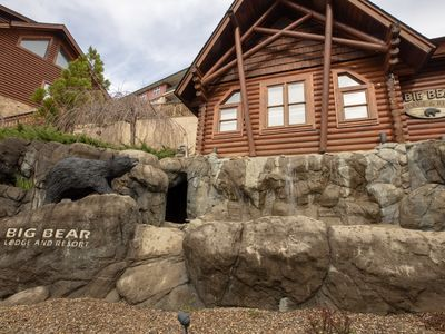 This is a beautiful Cabin located  in  pigeon forge in Big  Bear resort