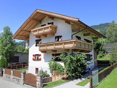 Photo for Detached large chalet directly by the ski lift