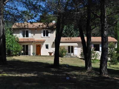 Photo for At the foot of the Lubéron, charming comfortable villa