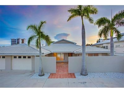 Spacious 4 BR / 4 BA, Wide Canal View Pool Home on St. Armand's Circle