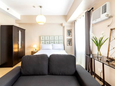 Photo for PERFECT BGC Unit near UPTOWN Mall + 20MBPS Wifi
