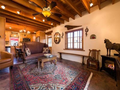 Desert Breeze - Delightful Railyard Adobe, Walk to The Plaza