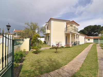 Photo for 8-9 person villa with garden 800 meters from castle Obidos of 900 m2