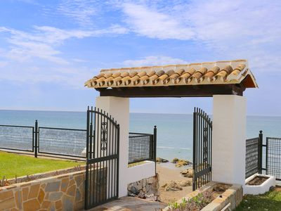 Photo for Duplex for 10PAX, 1st line beach, pool, parking, A / C, views, garden, WIFI