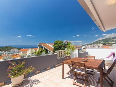 Photo for One bedroom apartment with terrace and sea view Makarska
