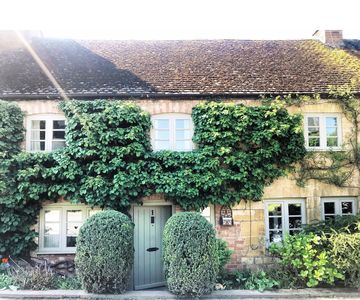 Photo for Cosy Cotswolds getaway; luxurious cottage sleeps 6
