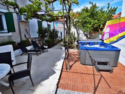 Photo for Holiday apartment 20 m from the beach with whirlpool, terrace and barbecue