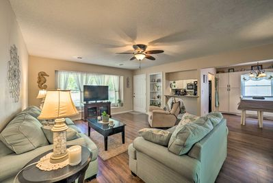 Inside, you'll find 2 bedrooms, 1.5-bathrooms, and room for 6.