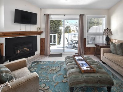 Photo for Adorable 2 bed 2 bath end unit townhouse in Thornbury 5 minute walk to Georgian Bay