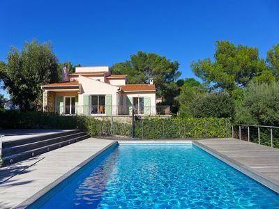 Photo for This 4-bedroom villa for up to 10 guests is located in Bormes Les Mimosas and has a private swimming