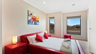 Photo for Grassbird Lodge 118 - Melbourne  Modern 5Bdrm, Spacious, 30 min to Melbourne CBD