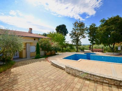 Photo for Holiday apartments with pool and spacious backyard / Apartment with pool *Cassiopeja
