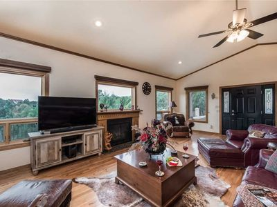 Photo for Mountain Views, 3 Bedrooms, Sleeps 6, Jetted Tub, WiFi, Hot Tub, Deck
