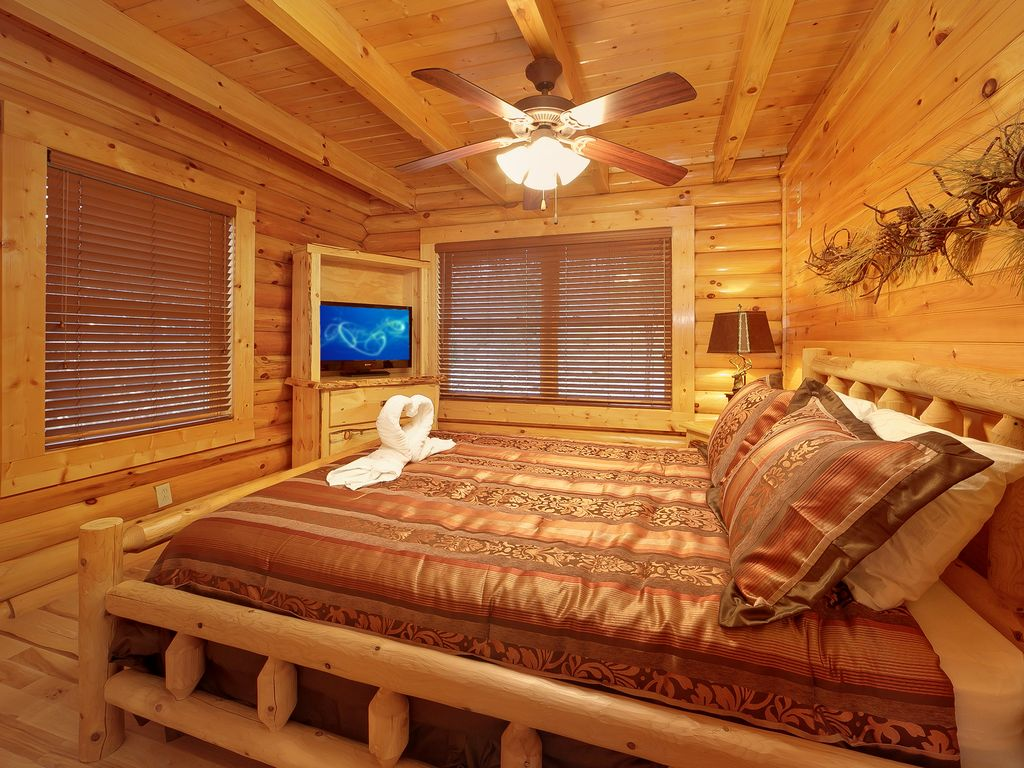 Romantic 2 bedroom cabin in gatlinburg pittman center for Two bedroom cabins
