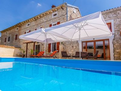 Photo for Superb stone villa with private pool, WiFi and BBQ