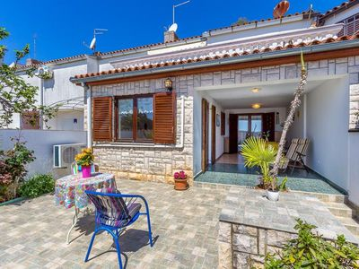 Photo for Great apartment with 2 bedrooms, air conditioning, washing machine, sea view and only 200 meters to the pebble beach