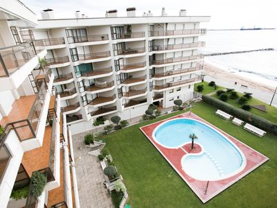 Photo for Large penthouse on the seafront with pool